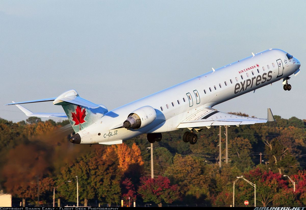 Bombardier CRJ705ER (CL6002D15) aircraft picture (With