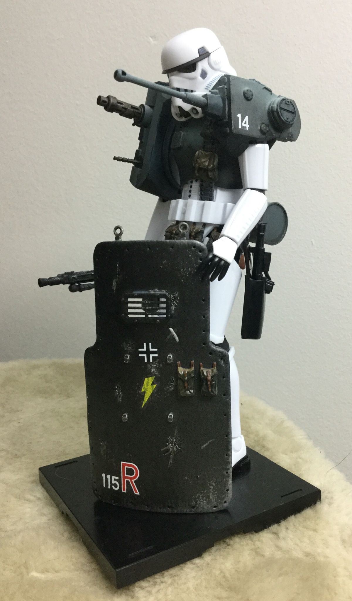 A quick three day custom built Third Reich Mecha-Trooper I made. Built from a Bandai Stormtrooper kit, two regular tank kits (Tamiya and Airfix) and a Tamita vehicles accessories kit (bags and pouches). The ballistic shield I scratch built using Fimo and spare bits from the other kits.
