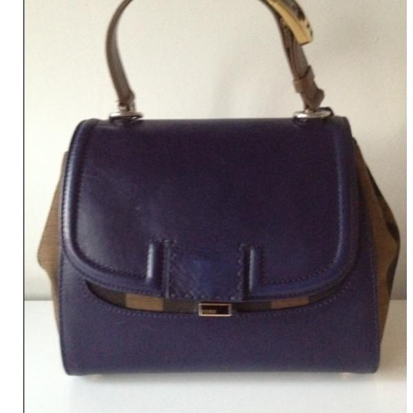 Tip: Fendi Handbag (Navy)