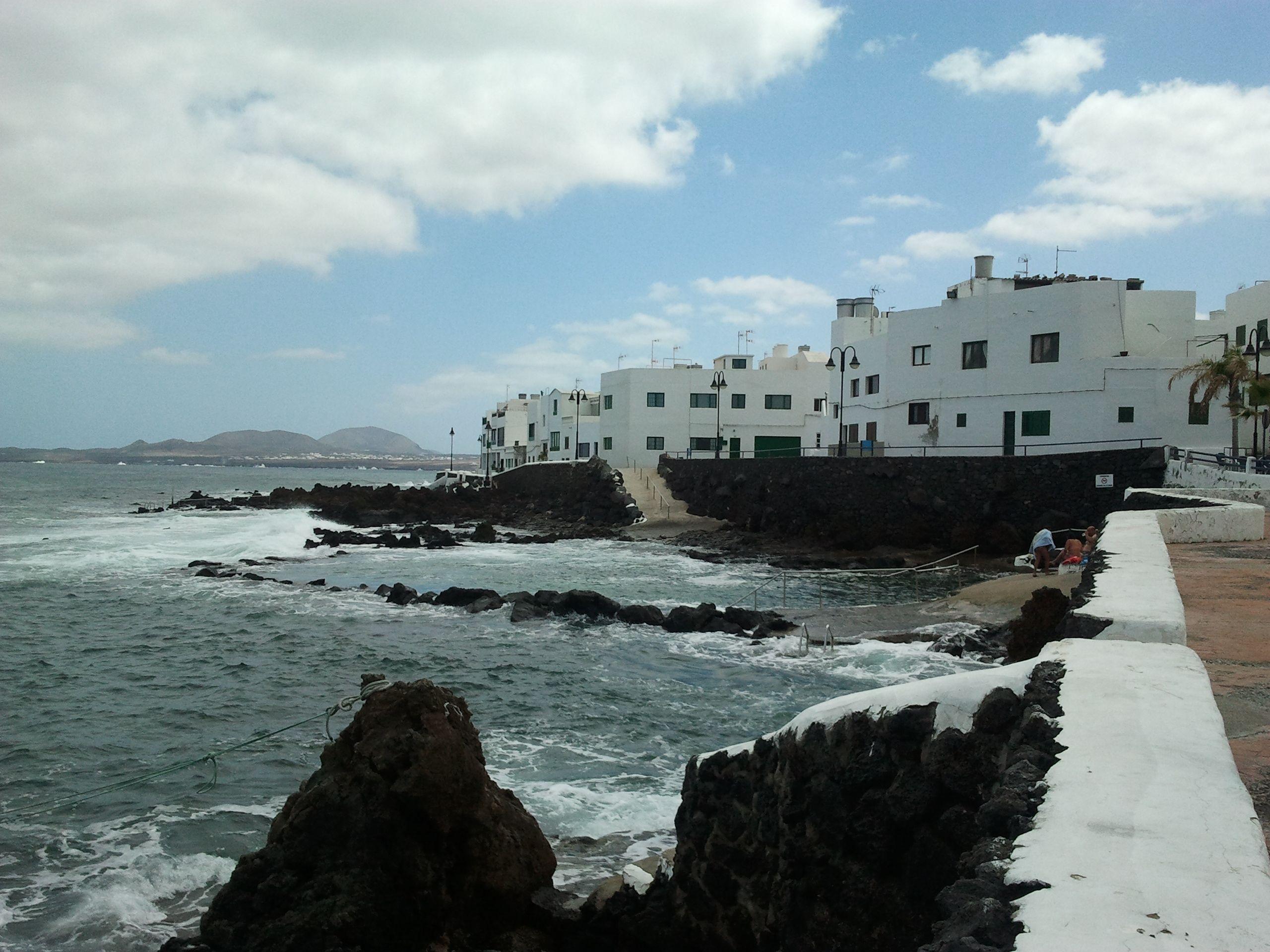 """Arrieta, kleines süßes Fischerdorf hier gab es auch ein total leckeres (Fisch)Restaurant!! """"El Amanecer"""", La Garita, 44, 35542 Arrieta Wir mussten auf einen Platz warten aber es hat sich def. gelohnt!!"""