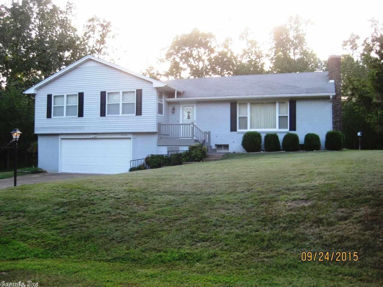 PRIVATE SETTING Move In Ready 3 Bedroom Bath Home Large