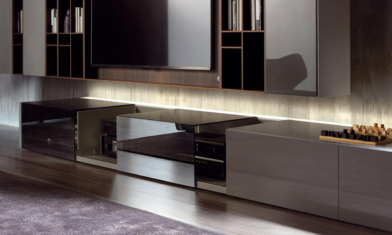 Mobili da terra di particolare profondit con ampi piani d appoggio per collocare impianti hi fi - Profondita mobili cucina ...