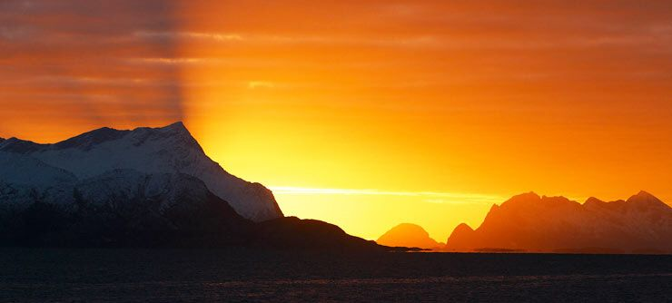 The midnight sun and Sandhornet Mountain seen from Alstad/Bodøsjøen near Bodø, Norway - Photo: Helge Grønmo