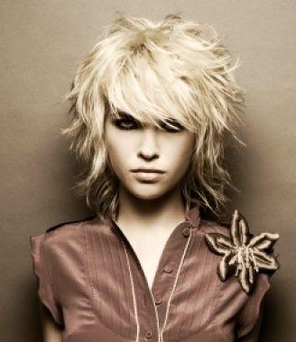 Idée coiffure :: Barrie Stephen :: femme style tonique :: medium, souple & clair #mittellangeröcke
