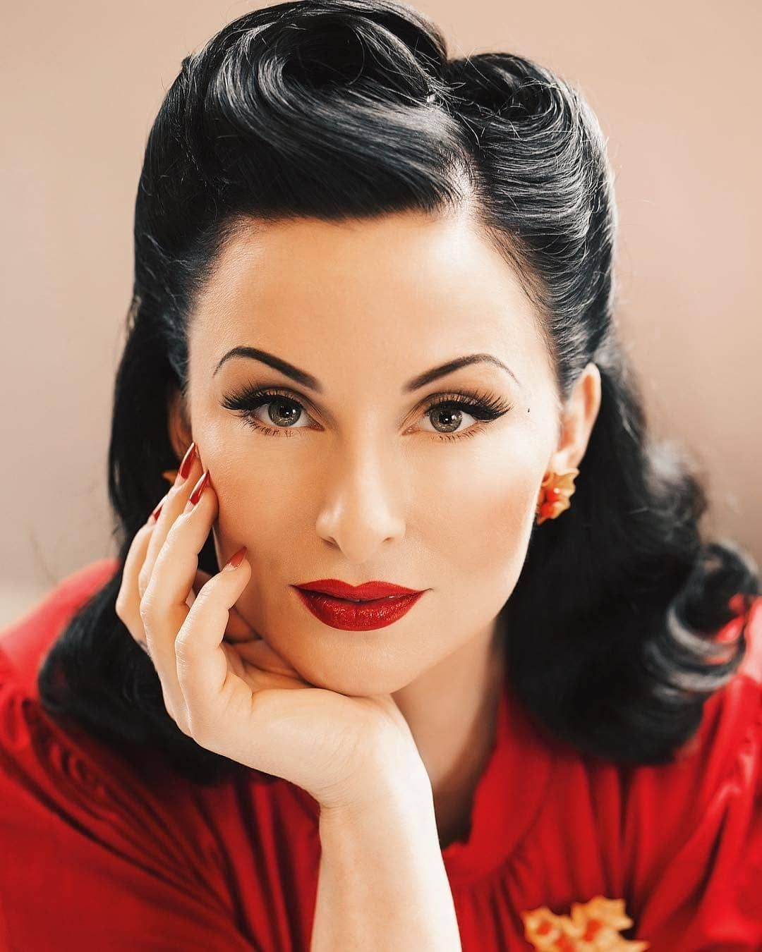 Glamazon Girls On Instagram Ava Elderwood Life Is Too Short To Not Go Where Your Heart Rockabilly Hair Retro Hairstyles Vintage Hairstyles For Long Hair