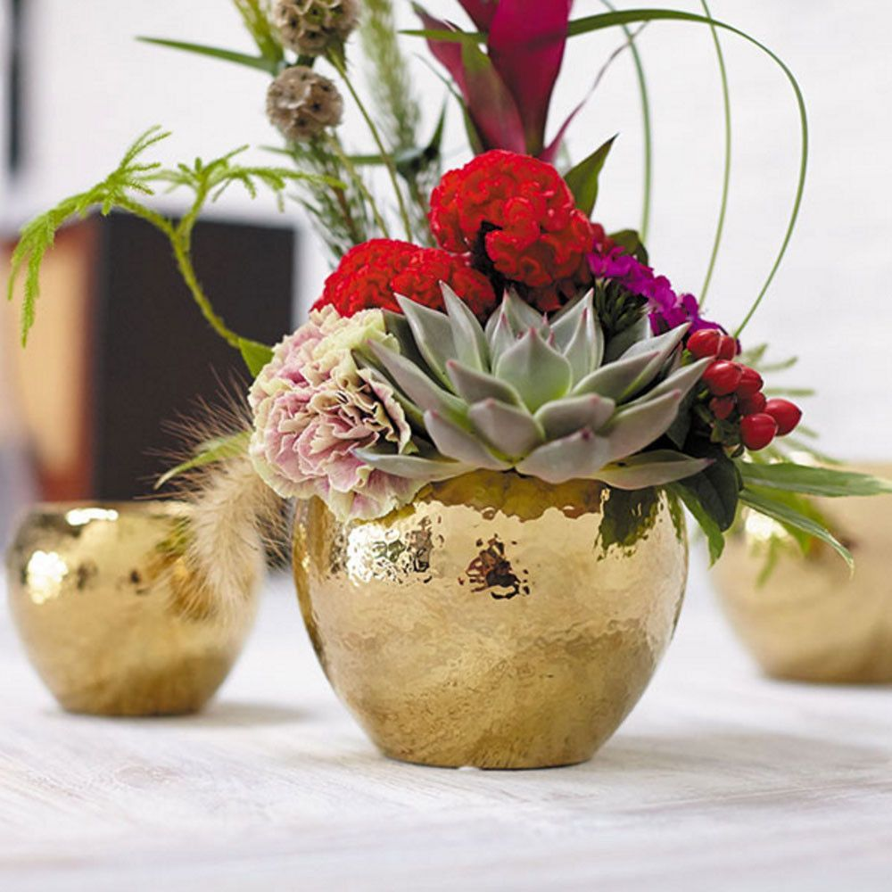 Fame ceramic flower pot in metallic gold