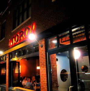 """para terminar la noche, tuvimos bebidas a el bar de """"Toro Tapas"""" por lo que Ricardo se sentía a casa"""