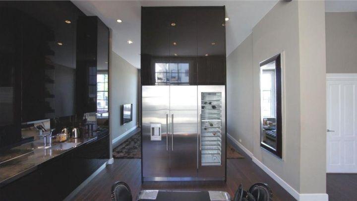 Koelkast in scheidingswand keuken - huiskamer interieur ontwerper ...