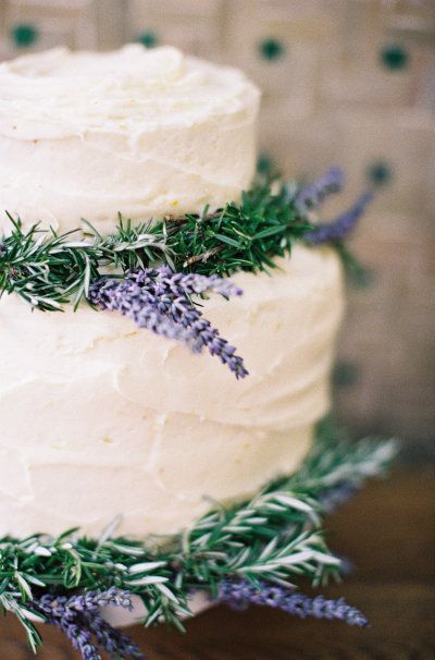 Love the fresh lavender on this cake!!