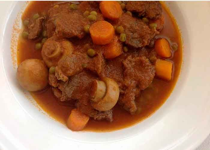 Carne en salsa guisada la carne en salsa guisada o guiso - Guisos caseros faciles ...