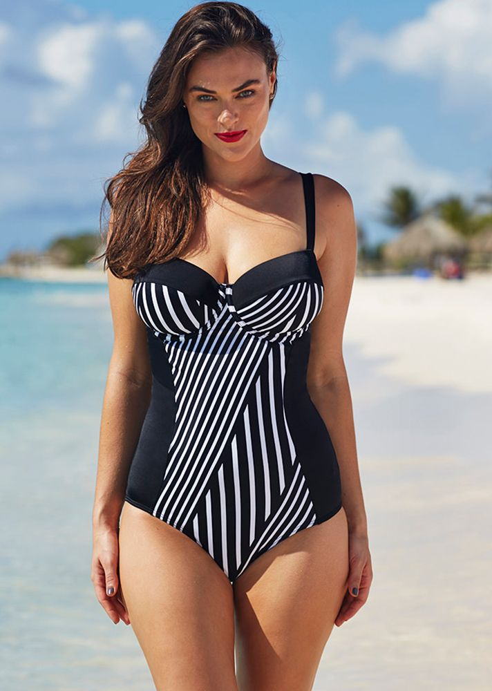 87cf4b72 Plus Size Bathing Suits for Curvy Girls | StyleCaster Bikini Piger,  Badedragt, Badetøj,