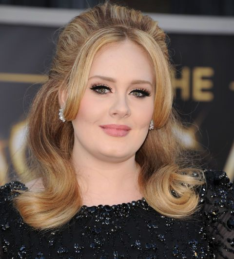 Adele's blende of blonde and brown highlights/lowlights add something extra to Adele's signature bouffant.