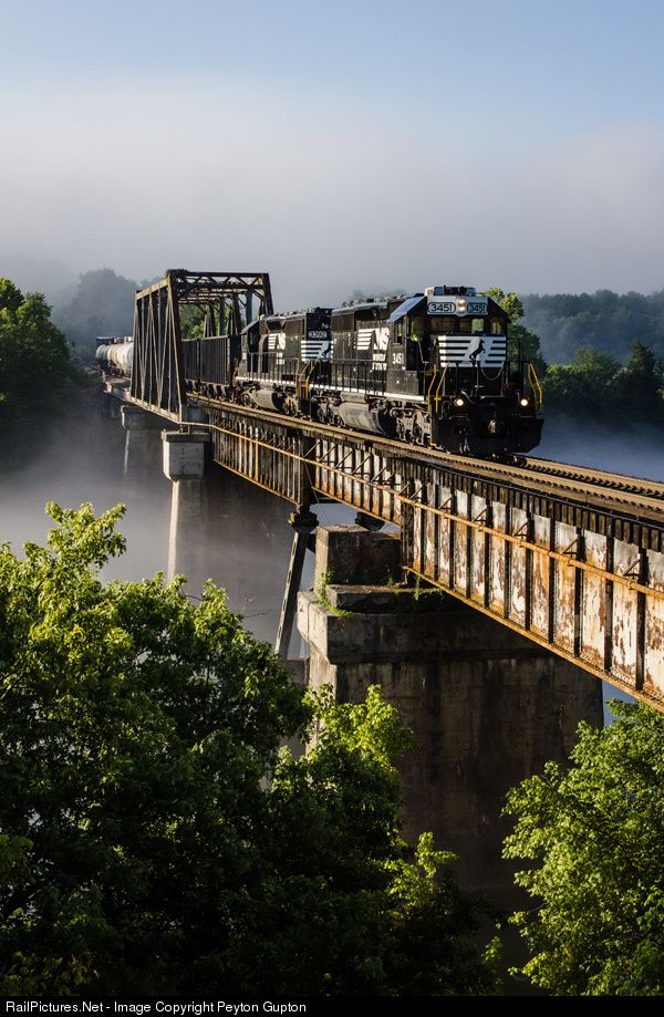 RailPictures.Net Photo: NS 3451 Norfolk Southern EMD SD40-2 at Clinton, Tennessee by Peyton Gupton
