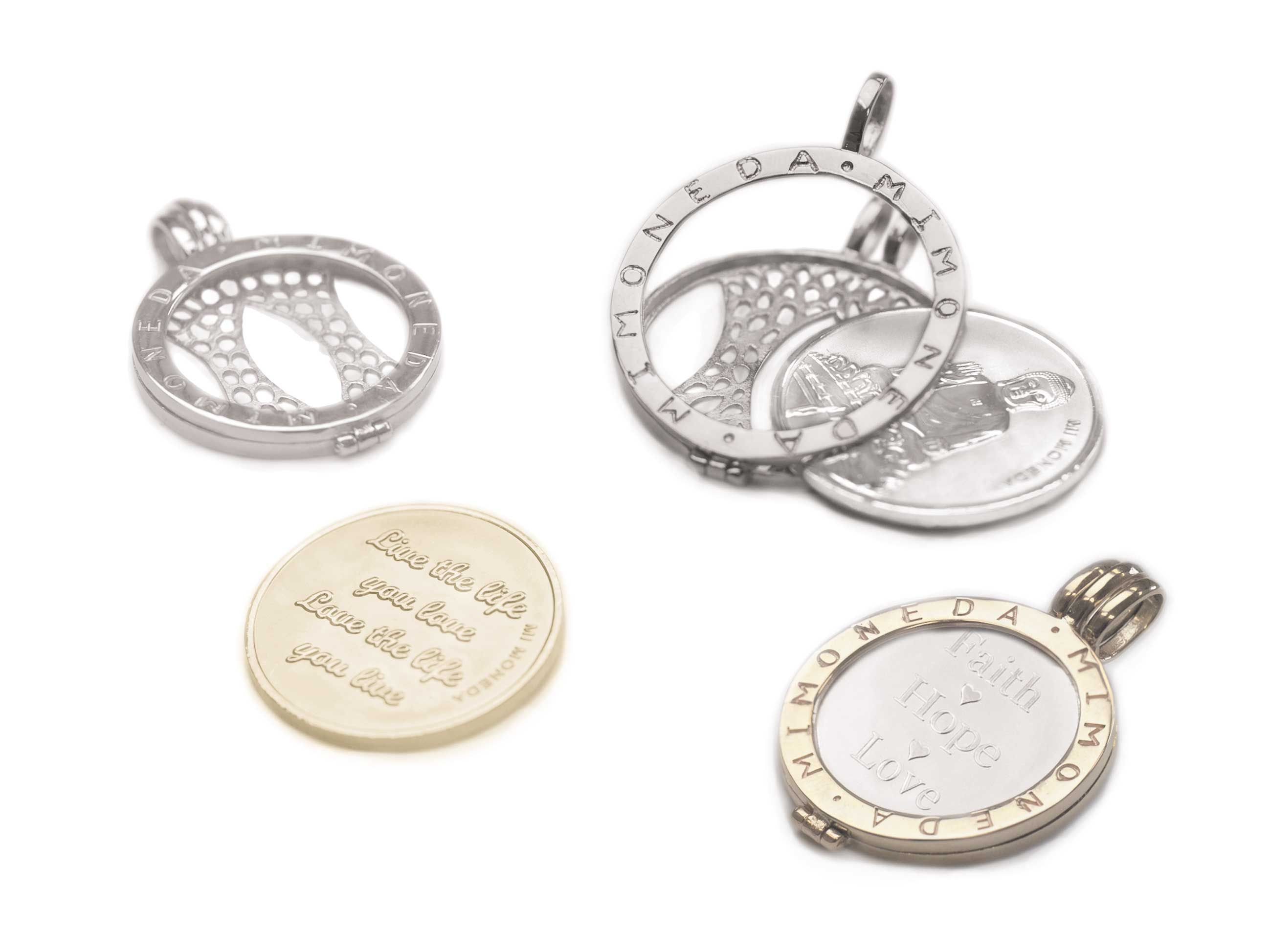 This is how mi moneda works simply open the pendant coin holder simply open the pendant coin holder and aloadofball Gallery