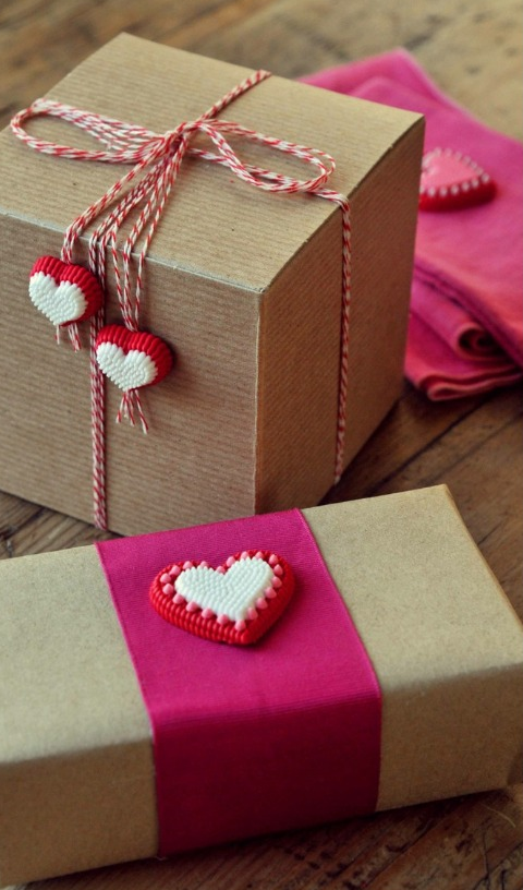 Brown kraft boxes...red & white baker's twine...candy icing hearts