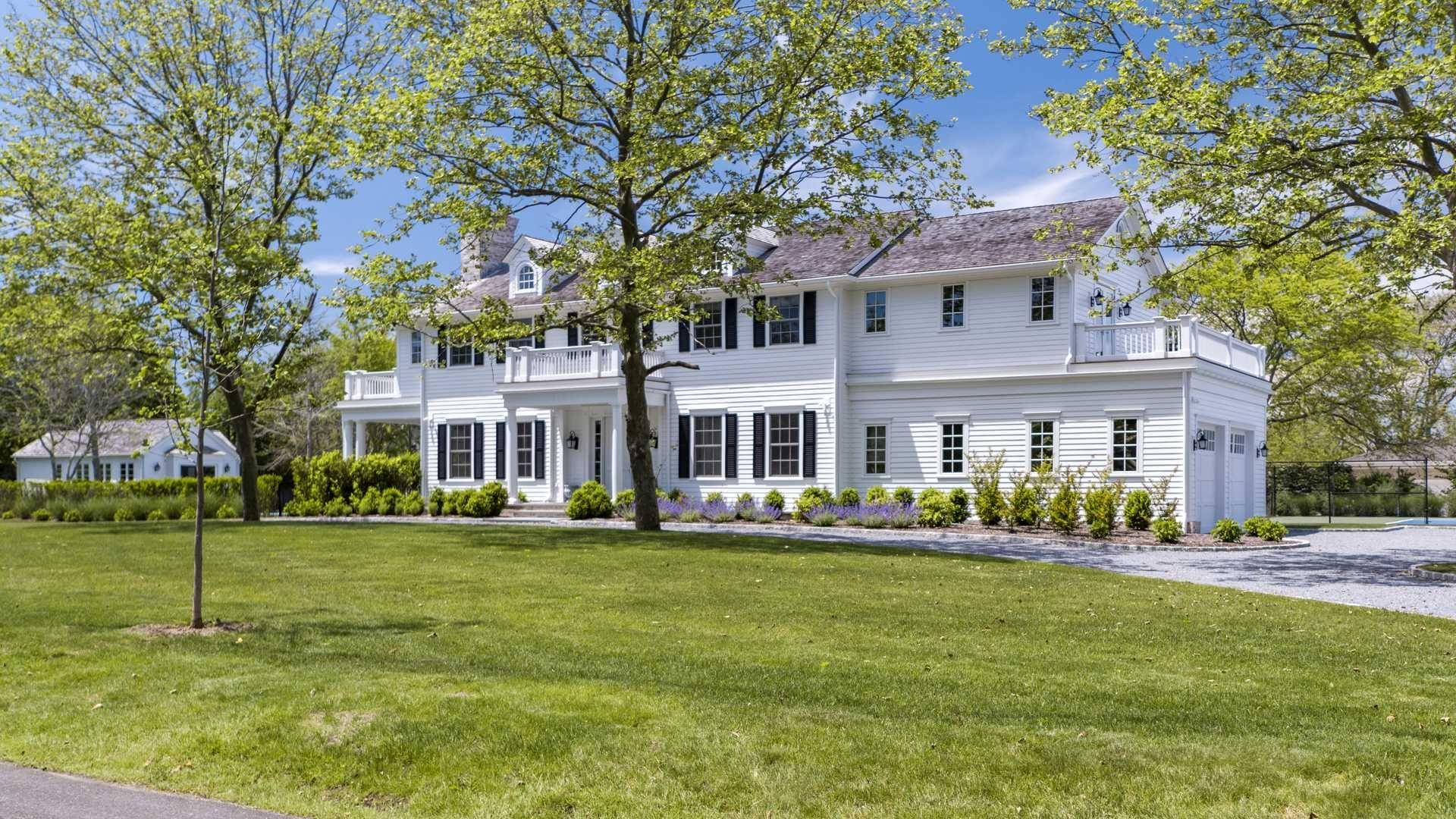 Charming Luxury Home For Sale In 7 Bayfield Land, Hamptons, NY. #LuxuryProperty.com