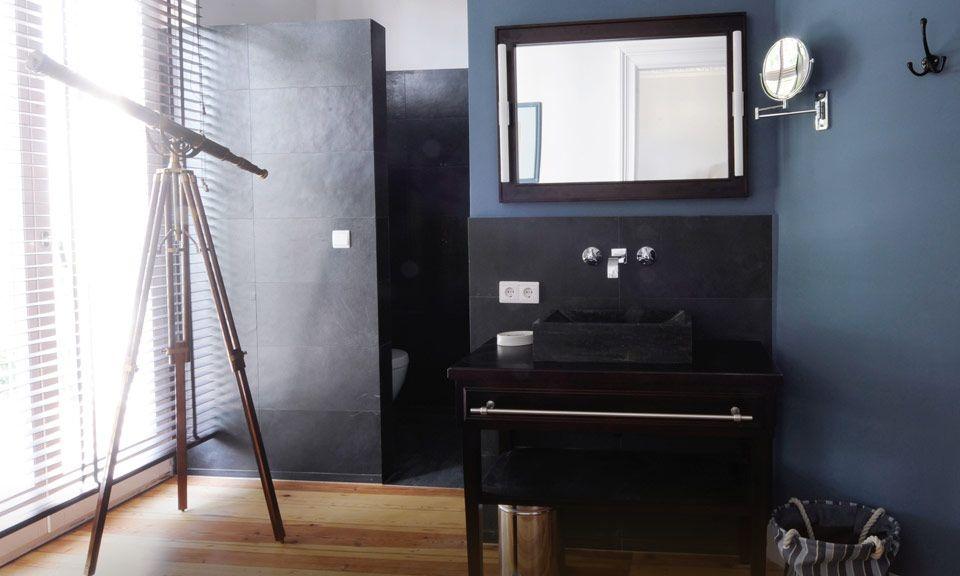 Exklusive Bäder mit hochwertigem Granit und warmen Holz Wohnen