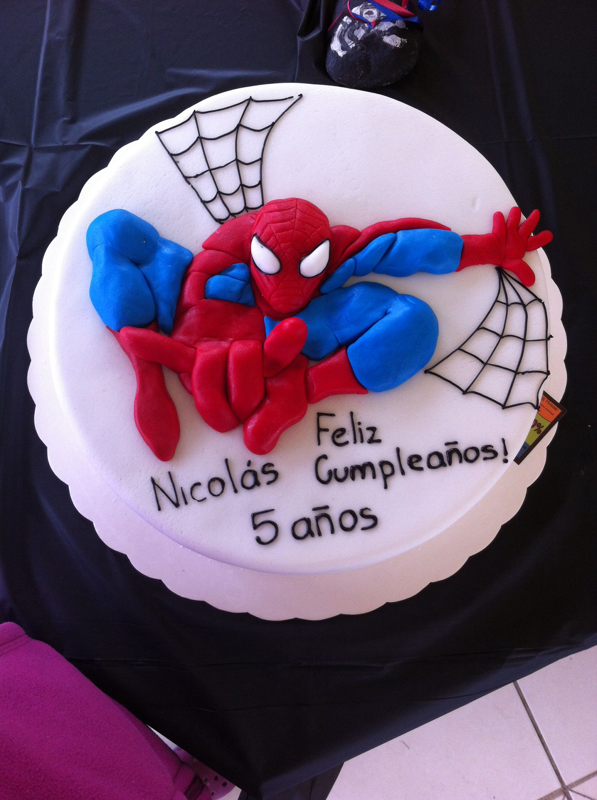 Spiderman Cake In Fondant Spiderman Cakes Birthday