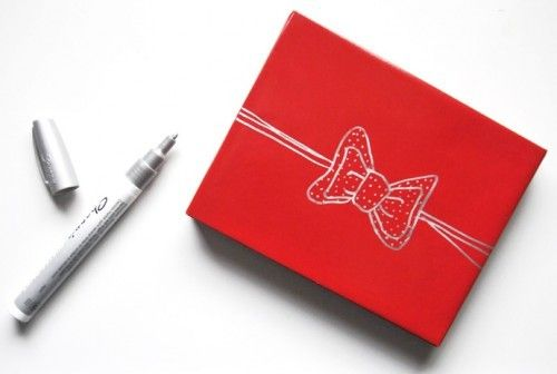 Draw a bow on basic paper that can be multifunctional year round.