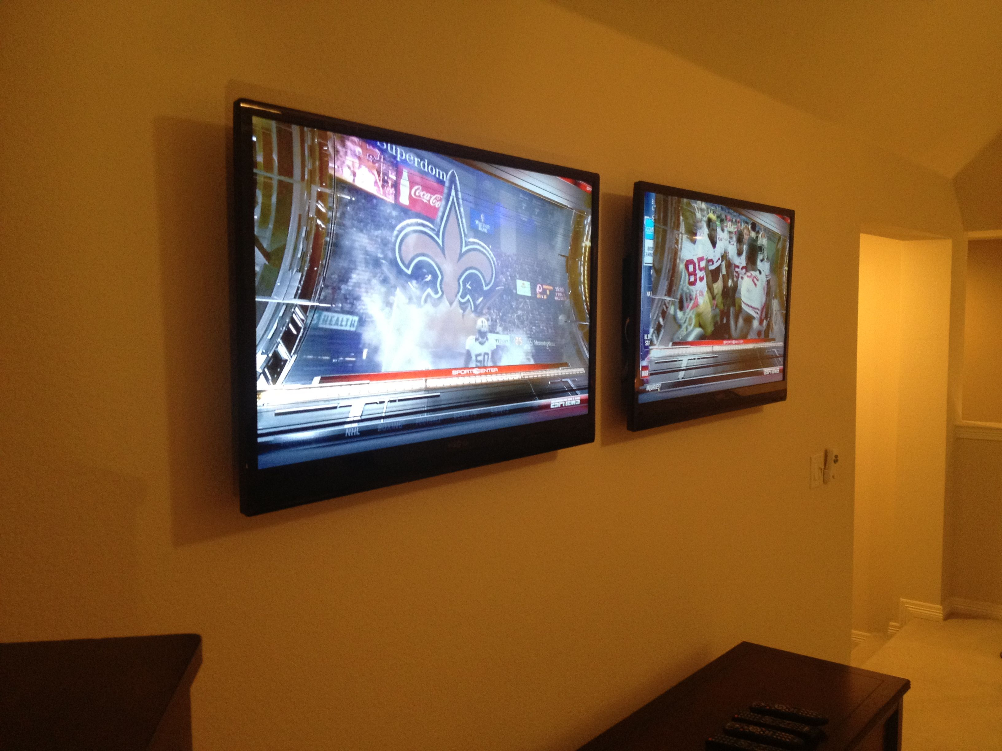 Gameday Will Never Be The Same With These Two Tvs Mounted In The Game Room Catch Both Your Favorite Games At The Same Time Game Room Kids Room Art Mounted Tv #two #tv #living #room #setup