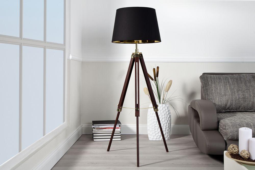 """Die edle Stehleuchte """"SYLT"""" bringt schlichte Eleganz in jedes Ambiente. Der stilvoll geformete Schirm mit hochwertigem Textilbezug taucht die Umgebung in ein warmes Licht und schafft dadurch eine Atmosphäre zum Wohlfühlen. Ein stabiles und höhenverstellbares Gestell sorgt für den absolut sicheren Stand. Eine Stehlampe, die durch ihre hohe Funktionalität nahezu überall einsetzbar ist. Setzen Sie Ihr Wohnzimmer individuell in Szene und entscheiden Sie sich für diese Design Stehlampe!"""
