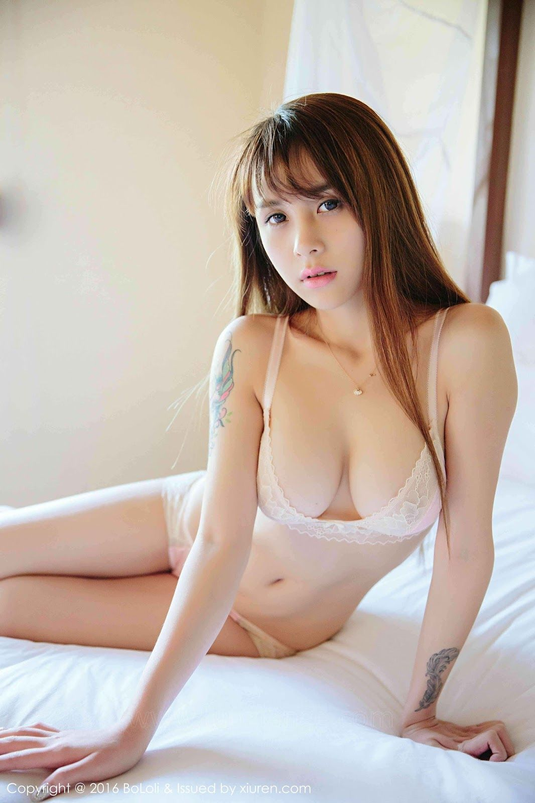 Free pictures of naked older women