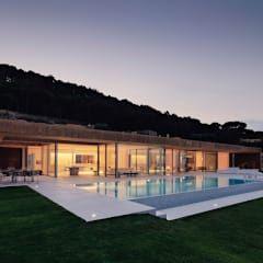Casas de estilo minimalista por MANO Arquitectura