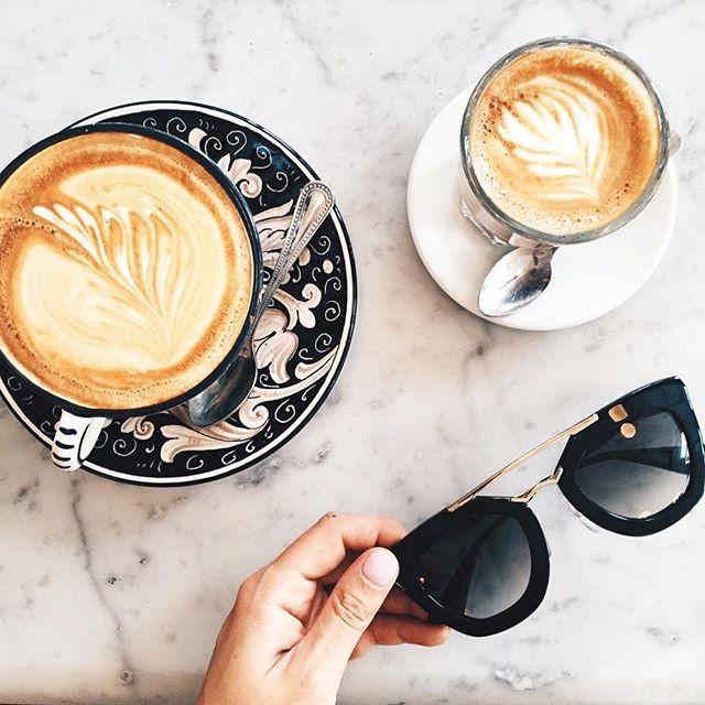 Acompañar al café con buenos amigos lo hace más agradable. #coffee