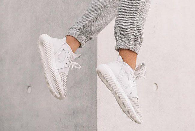 new style dde7e 08759 adidas Originals continue détendre sa gamme avec cette nouvelle adidas  Tubular Defiant Crystal White pour femmes. La adidas Tubular Defiant a un  upper en ...