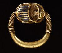Chevalière Or et lapis L. : 2,44 cm. ; l. : 2,60 cm. egypt Site officiel du musée du Louvre