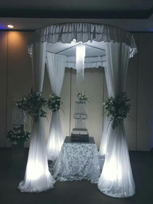 Mesa Y Decoracion De Pastel Para Boda Black And White Roses Persian Wedding White Roses