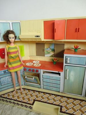 cuisiniere poupee barbie vintage cuisiniere poup e ann e 70 jouets poup e vintage bambin. Black Bedroom Furniture Sets. Home Design Ideas
