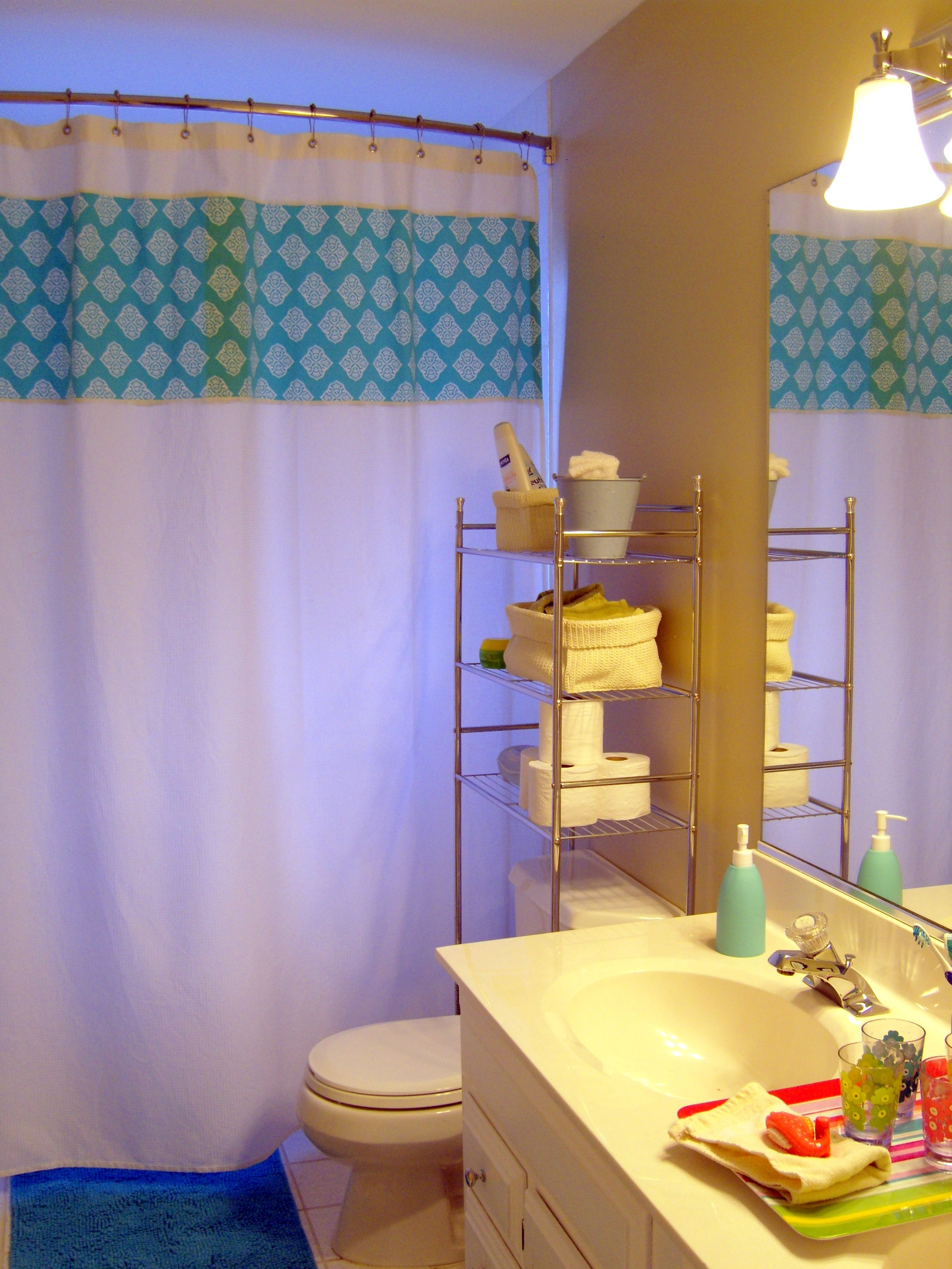 Small Kids Bathroom Ideas With Perfect Curtain And Cool Vanity - Kids bathroom mirror for small bathroom ideas