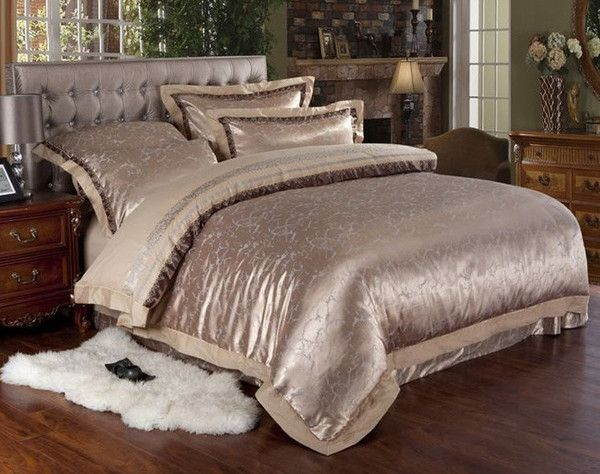 Made with a blend of luxury silk and cotton materials to complement an elegant, majestic bedroom theme. Unlike other types of bedding material, Jacquard fabric is made with a raised design or pattern that is woven directly into the fabric instead of being printed or embroidered on top. Includes 1 duvet cover (without comforter filler), 1 bed sheet (flat sheet) and 2 pillowcases (without pillow filler)    Material:100% cotton, silk  Technique: Jacquard  Care:Machine gentle wash  QUEE...