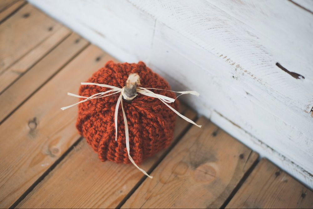 Patrons de crochet gratuits pour TROIS citrouilles rustiques – Megmade with Love   – Crocheted pumpkins