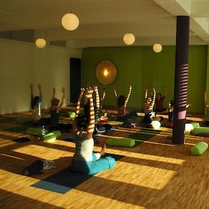 green version yoga room inspiration yoga room und pilates studio. Black Bedroom Furniture Sets. Home Design Ideas