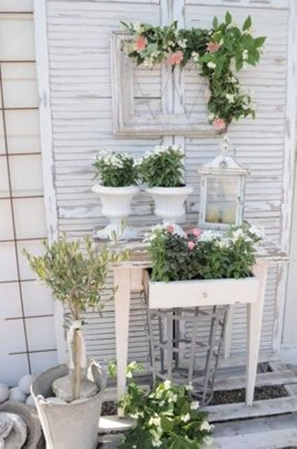 26 Whitewashed Frames And Pots For A Shabby Chic Terrace Shelterness Shabby Chic Garden Decor Shabby Chic Garden Garden Decor