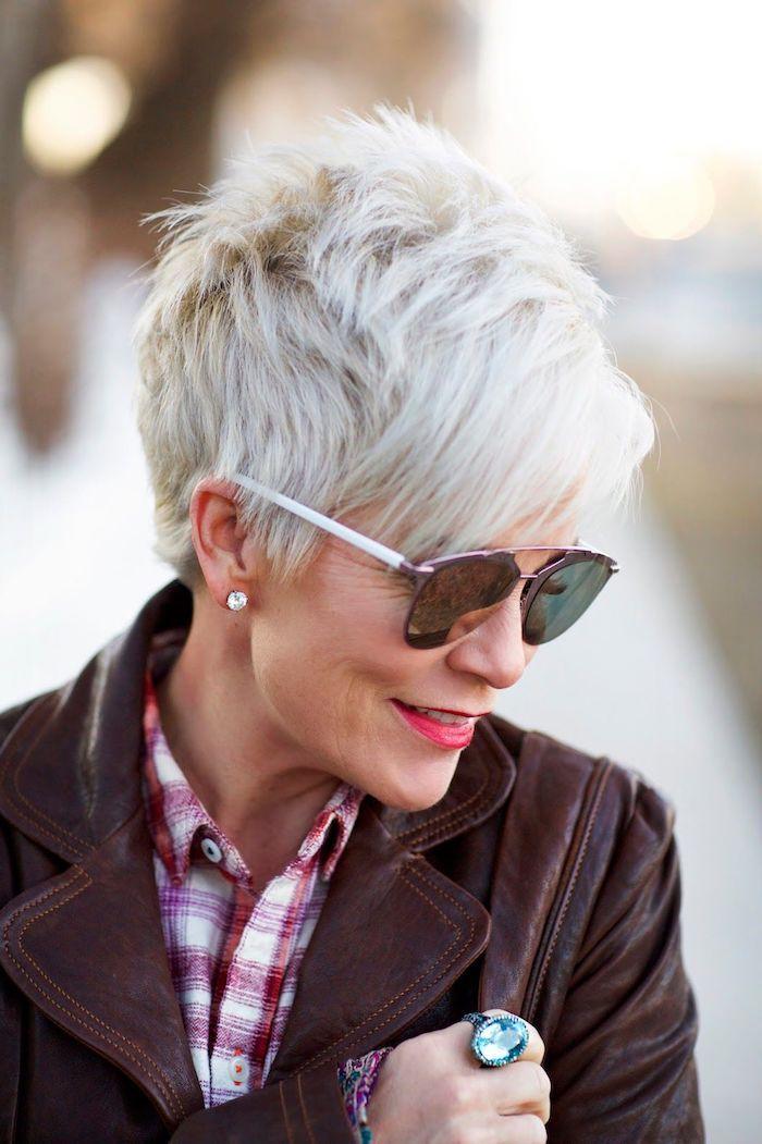 17+ Coiffure femme 60 ans avec lunettes des idees