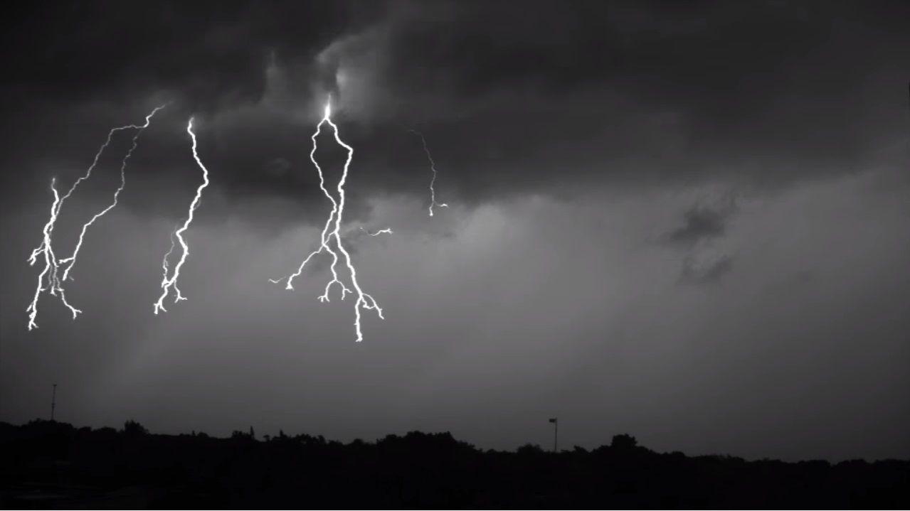 Ein Physiker der Florida Institute of Technology hat ein Unwetter gefilmt - und das mit 7.000 Frames pro Sekunde.