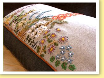 花クッション ウール刺繍