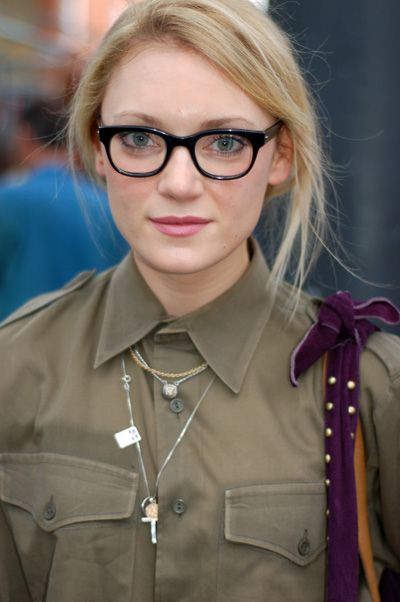 Beautiful soft make-up and hair and again, girls in glasses look awesome!
