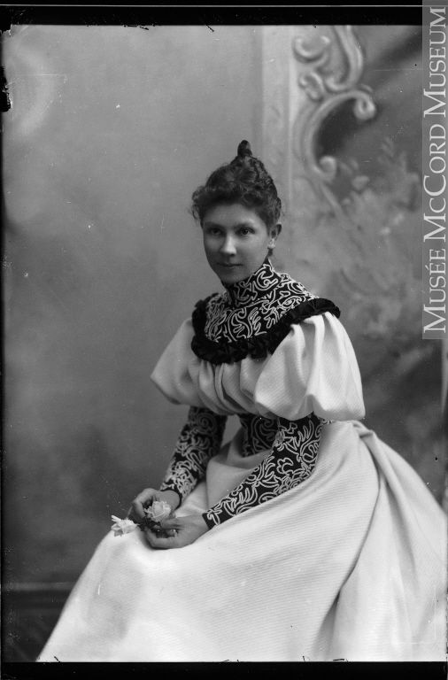 Mrs. George E. Drummond, Montreal, QC, 1898 Silver salts on paper mounted on paper II-101582.1 © McCord Museum