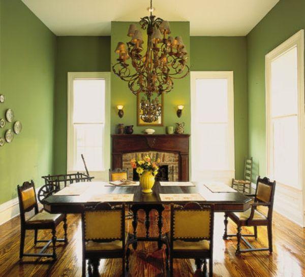 esszimmer-mit-grüner-wandgestaltung - eleganter kronleuchter - Warme - wandfarben fr esszimmer