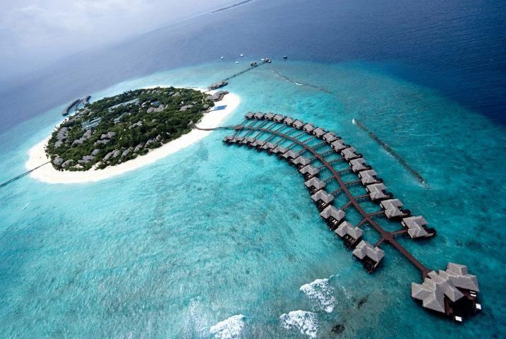 Beautiful islands of Maldives :    The Maldives is one of the most exotic and unique holiday destinations in the world, with stunning coral islands, endless turquoise waters and white powdery beaches.  The Maldive Islands make up an island nation consisting of 26 atolls in the Indian Ocean.    Beautiful, no?