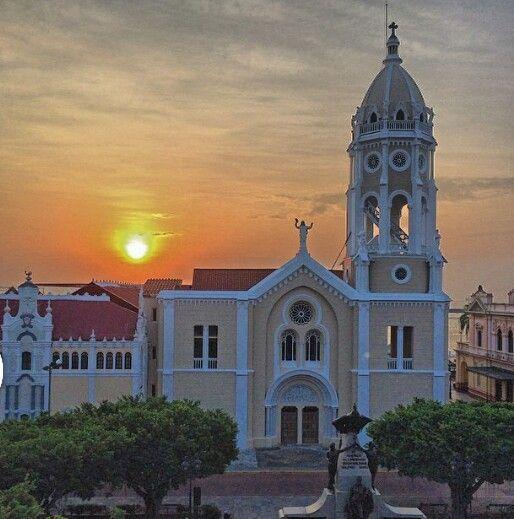 La bella iglesia de San Francisco en el casco antiguo / Panamá ...