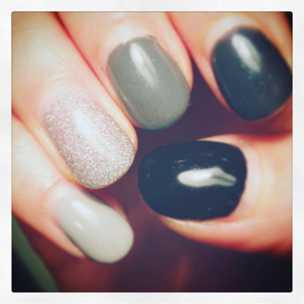 #kim #belladonna #nails #nailart #naildesigns #finger #fingers #silver #glitter #glitternails #gray #fiftyshadesofgrey #shadesofgrey