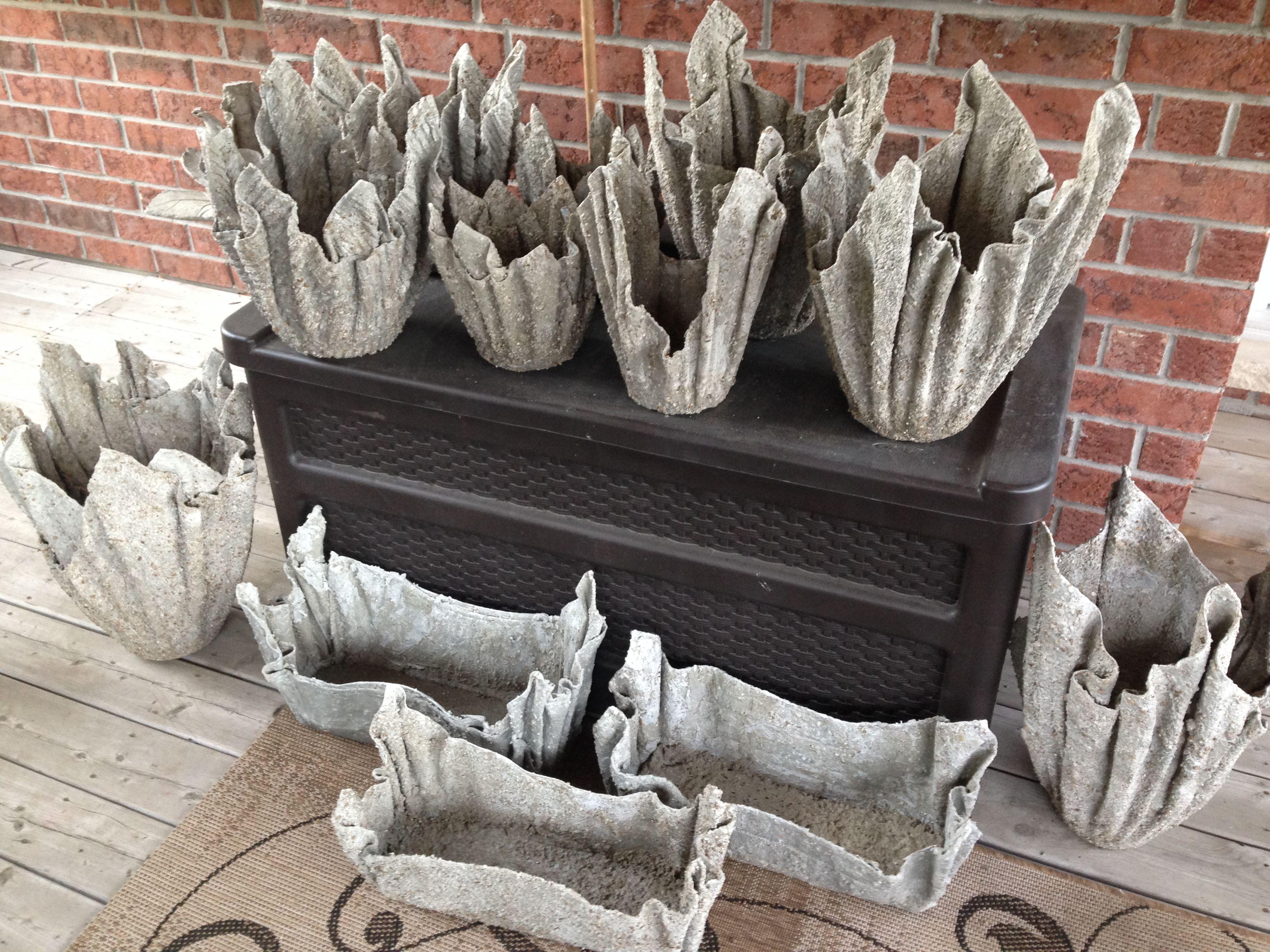 Pääsiäisruoholle!  Latest creations, hypertufa planters using old household towels