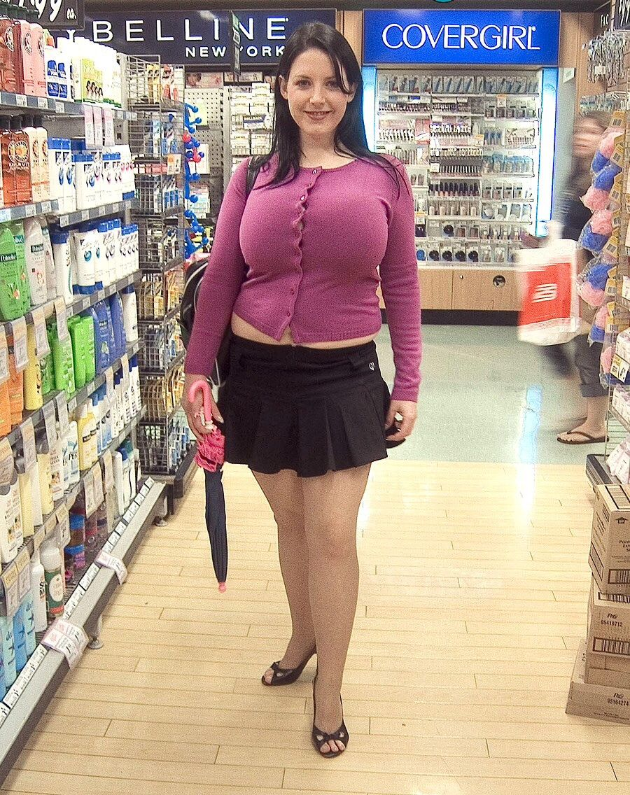 Big Breast Aficionado : Photo | BEAUTYS | Under the skirt ...