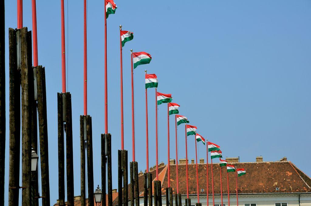 #Weekend à #Budapest : à lire ici http://www.quelques-notes.com/index.php/2011/07/28/weekend-a-budapest/ #Flag by ©Julien Blavette