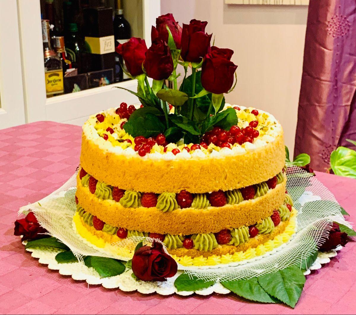 Naked cake Pan di Spagna, panna e fragole - Matilde Vicenzi